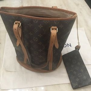 Louis Vuitton GM Bucket with Pouch